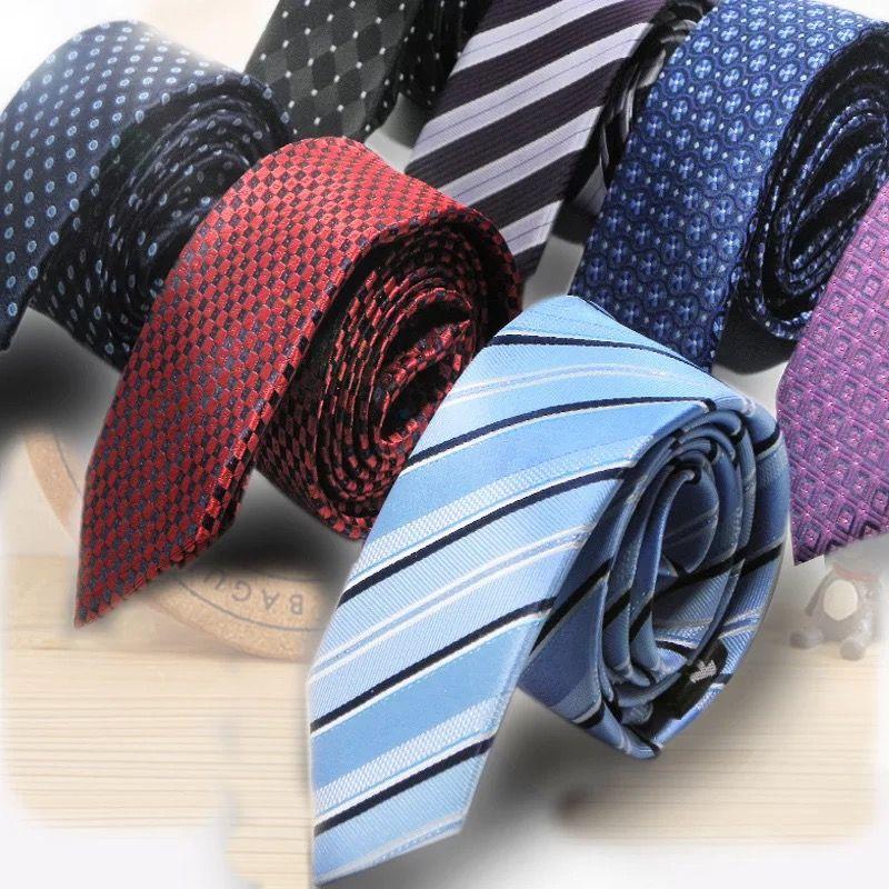 蓝底白点领带