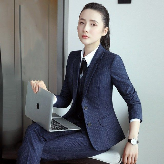 穿着女士工作服需要注意什么事项和规则呢?